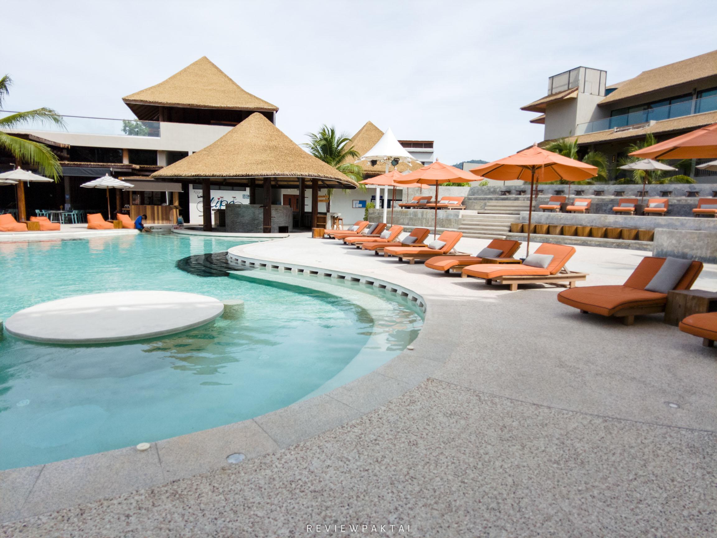ด้านหน้าจะเป็นสระสวยๆวงกลมโค้งๆ-เบาสีส้มตัดกับน้ำสีฟ้าสวยมวากก ที่พักหลีเป๊ะ,ที่พักสตูล,ที่พักติดทะเล,เกาะหลีเป๊ะ,ananya,resort,lipe