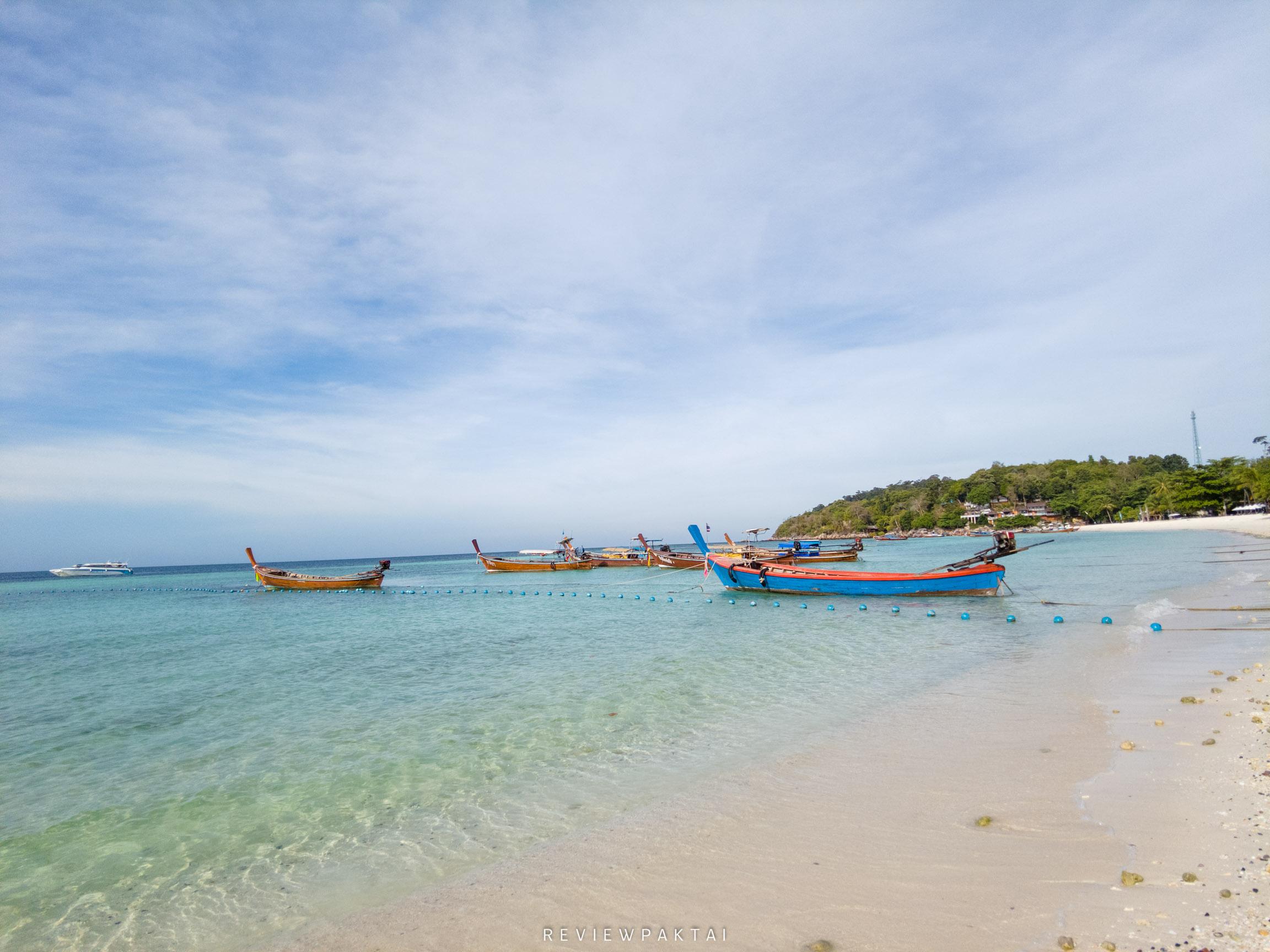วิวจากที่พักจะมีน้ำใส-หาดทรายสวยๆ-เรือจอดอยู่เยอะมากมายย ที่พักหลีเป๊ะ,ที่พักสตูล,ที่พักติดทะเล,เกาะหลีเป๊ะ,ananya,resort,lipe